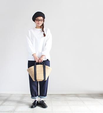 シンプルコーデのアクセントとなってくれるバッグ。実用性も兼ね備えた使い勝手の良いバッグで、スタイリングに変化を付けましょう。