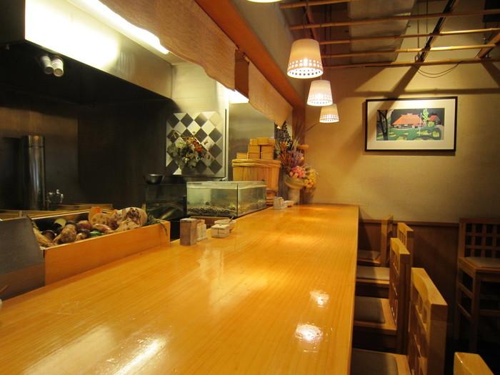 お酒が好きな方は休日に訪れるのがおすすめ!雰囲気のいいお蕎麦屋さんでいただく日本酒はさらに美味しく感じるはず。