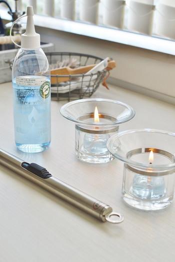 オイルはランタンだけでなく、オイルキャンドルに使うのも◎電気を消して、ランタンとキャンドルの灯りだけで過ごす夜も素敵です。