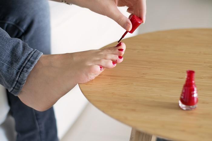 塗る順番は、一番大きい親指からスタート。面積が大きいので塗りやすいです♪親指でまずはコツをつかみましょう。