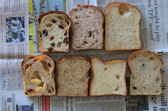 お店にはクロワッサンやハード系のものなど、イギリス以外のパンもいっぱい!素朴でぬくもりあふれる、美味しいパンが並んでいます。