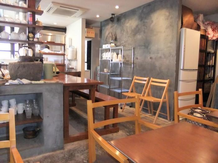 「茶倉(さくら)」は、元町通りを少し入ったところにある日本茶専門店。シンプルながらもモダンさを感じさせるおしゃれな店内で、無農薬&低農薬にこだわって選ばれたとっておきのお茶をゆっくりといただくことができます。