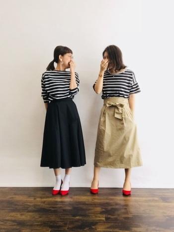 「ミモレ丈」とは膝丈よりも長くマキシ丈よりも短い、ふくらはぎの真ん中くらいまでの丈のこと。カジュアルすぎず、それでいて抜け感も出せる、ナチュラルさんにぴったりのスカート。小柄な方でも気軽にトライできるのも魅力です。そんなミモレ丈スカートのオシャレな着こなしをカラー別にご紹介していきます!