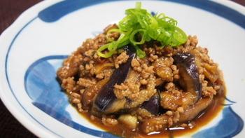 「天盛り」とは、こんなふうに料理の上にねぎや柚子、針しょうがなどを、山のように乗せること。日本料理の盛り付けの方法で、料理に彩や季節感をプラスしてくれます。