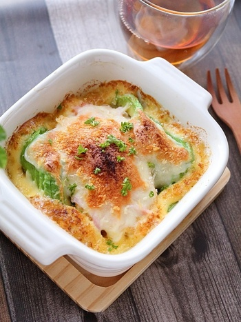 厚揚げやアボカドが入ったチーズ焼き。和風の食材が見事に洋風にアレンジされています。夕食のおかずにも合いますが、朝ごはんにトーストして食べてもよいですね◎
