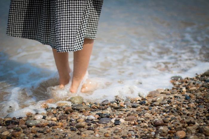 今から始めたい足のケア。夏に向けて、きれいな素足で迎えられるように、足のケアを丁寧にしてみてくださいね。