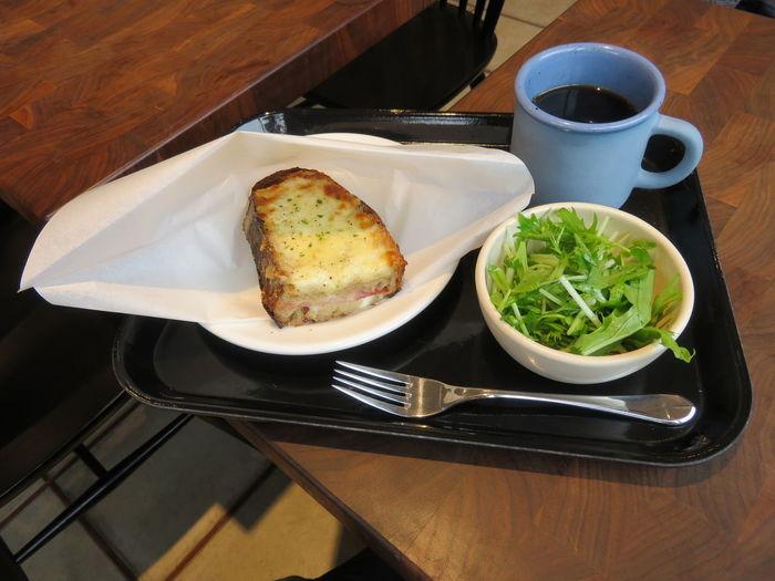 ローストマッシュルームとグリルドチーズのサンド。こちらは朝食タイムにイートインで食べることができるメニュー。カリカリのパンが香ばしく、朝から幸せな気分に。