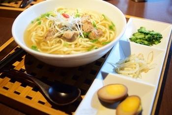 アジアの中の沖縄を感じるがコンセプトの、アジアンそばが人気!一味違った沖縄料理が味わえます。