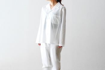 飽きが来ず長く愛用できる爽やかなホワイトカラーのベーシックなデザイン。ウェストゴムも柔らかい仕様なので、着心地がよく快適な睡眠をサポートします。