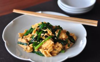 お肉を食べる元気はないけれど、タンパク質を摂りたい!という時におすすめなのが「ニラ玉」。お味噌汁を添えれば、栄養バランスも整うので、あっさりと食べたい時にどうぞ。
