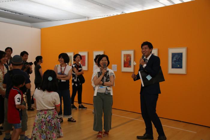美術館を貸切り! そんな夢のような企画が実現するのも、美術館主催のイベントだからこそ。アートを身近に楽しめるものにするために活動している世界で唯一の「アートテラー」として活動している、とに~氏をゲストに迎え、担当学芸員と作品を鑑賞しながら「ルドン ひらかれた夢」展の魅力に迫ります。