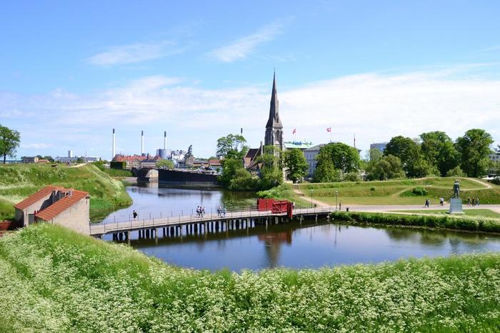 北欧は、日本より少し短い4~5月が春の季節。長い冬を終え緑が生き生きと輝き始める季節です。