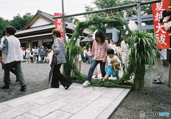 祭礼を行っている神社によってお参りの方法は異なりますが、身を清めて暑い夏を無事に過ごせるように…という意味合いもあるそうです。
