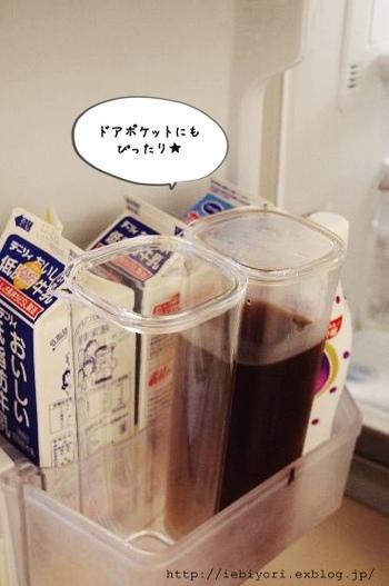 冷蔵庫に入れるときのことを考えてサイズを選ぶのもコツ。飲みきりやすい容量とあわせてデザインやサイズ感もチェックするようにしましょう。牛乳パックと同じようにドアポケットにすっぽりと入ると便利です♪