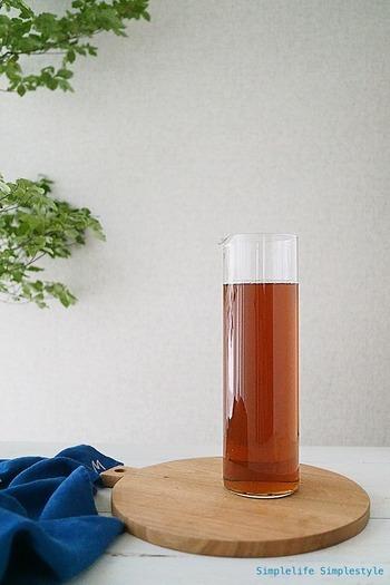 冷蔵庫に冷たいお茶がストックしてあると、なんだか心も安らぎます。お茶はおいしいうちに飲むのがおすすめ。正しい保存方法をおさらいして、使いやすいストックアイテムを準備したら、毎日作るのも苦にならないでしょう♪