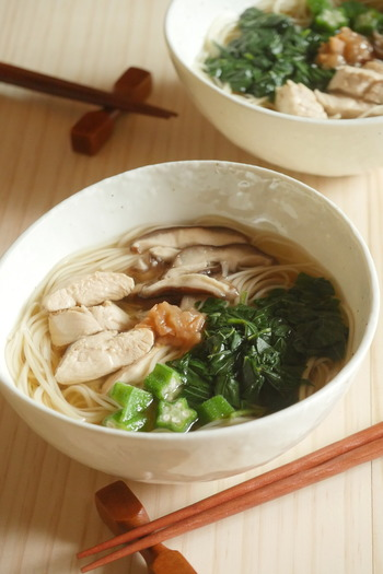 冷たい物の食べ過ぎで胃腸が疲れてしまった時は、温かいにゅうめんをどうぞ。粘りのあるオクラやモロヘイヤなどスタミナ野菜は、夏バテの時にもおすすめです。