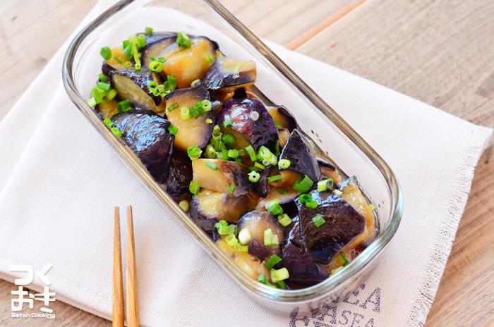 なすの南蛮漬けはつくりおきができ、油と一緒に食べることで栄養吸収率がアップします。ほんのり酸味が効いているので、暑い時期にさっぱりとおいしく食べられます。