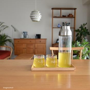 麦茶と緑茶を交互に作れば、気分転換もできますね。ほうじ茶や番茶など、このほかにも冷たいお茶の種類はいろいろありますので、気分に合わせて色々作ってみてくださいね。