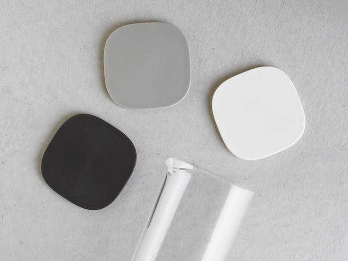 樹脂でできているので扱いやすく、食器洗浄機も使用可能。パーツは2つだけなので、お手入れも楽々♪