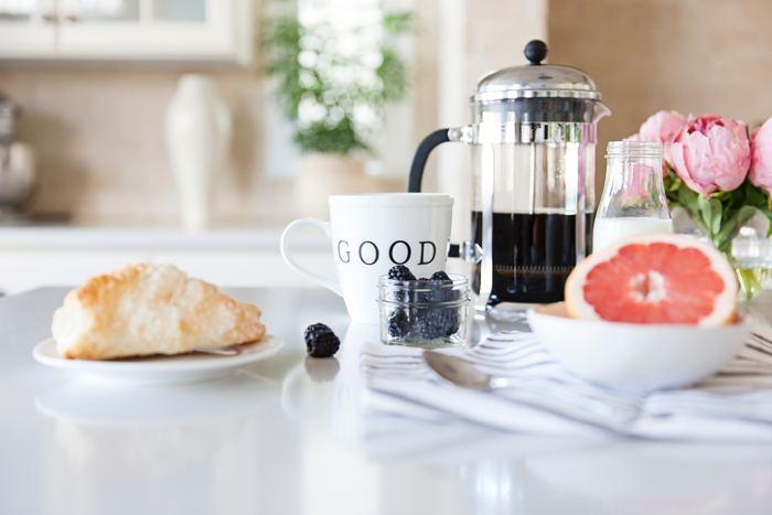 """いつもより早起きした朝の""""30分""""は、自分のために自由に使える貴重な時間。 ヨガ・ハンドメイド・勉強・スキンケアなど…。 時間に余裕のある朝だからこそ、やりたいこともたくさんあるはず。 朝の30分を有効活用して、素敵な一日をスタートさせましょう♪"""