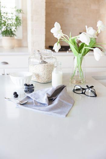 キッチンのガス台や水回り、リビングの床など。どこか一か所、目についた所を綺麗にしておくだけです。「毎日仕事が忙しくて、掃除の時間を確保できない…」という方は、朝の30分をぜひ活用してみませんか?
