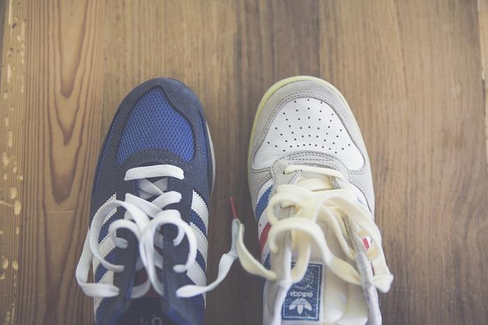 靴やスニーカーはもちろん、サンダルも1度履いたら風通しの良いところで休ませ、汗や蒸れを溜め込まないようにしましょう。
