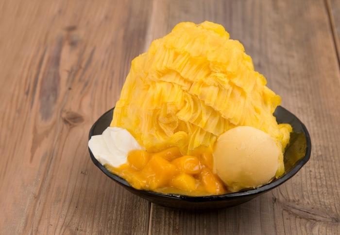 シロップをかけて食べる日本のかき氷とは違い、氷自体に味が付いている「アイスモンスター」のかき氷。濃厚な味と、まるで雪みたいなフワッフワの新食感がやみつきになります!