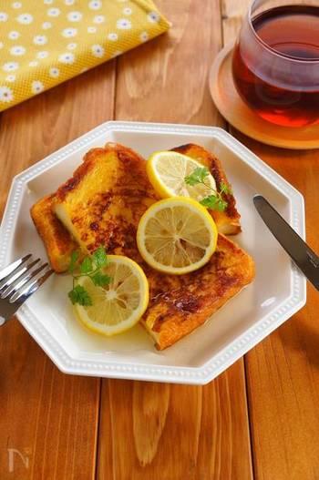 フレンチトーストのレモン仕立てもおすすめ。フレンチトーストに、はちみつ漬けのレモンをかけていただきます。バゲットで作るのもいいそうですよ。