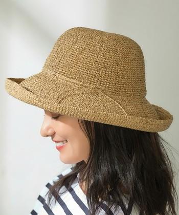 春夏シーズンに大活躍するウォッシャブルペーパーハット。ペーパー素材ながら洗える点も嬉しいですし、軽く折りたたんで持ち歩きもOK。洗えてバックに収納できる帽子はとても重宝します。