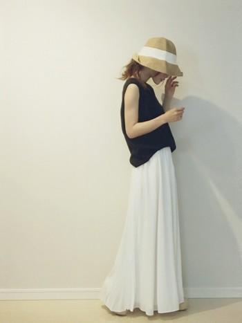 シンプルな服装も帽子があるだけで、ワンランク上のコーデになりますよ♪こちらのコーデは、夏っぽく清楚な雰囲気で可愛いですね。帽子のふちを折ったりして服の雰囲気に合わせて調節するのがお洒落アップの秘訣。