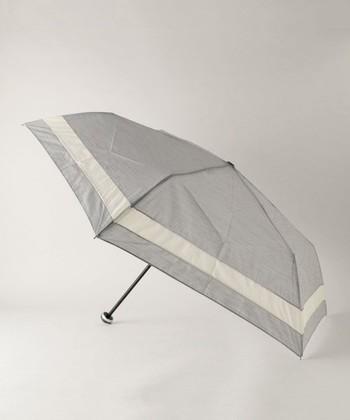 日傘のデザインが苦手…という方もいるかと思いますが、近年カジュアルな日傘が増えています!こちらの日傘ならどんなスタイルにも合いますし、持ち運びやすくおすすめです。