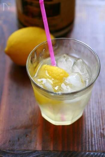思い立ったらすぐに作れるレモネード。すっきりとした酸味が、体の疲れを癒してくれます。リフレッシュタイムのドリンクにいいですね。