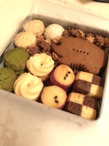 京都・松ヶ崎にある焼き菓子のお店「焼き菓子工房ふぁーむ」のクッキー缶は、ハリネズミのクッキーが目印。ほっこりと素朴な味わいです。缶はシンプルなシルバーです。売り切れ必至なので、事前にインスタグラムなどで確認を。