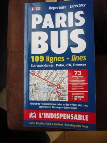 1947年四谷で創業した「フランス語専門書店 欧明社」は、1971年に現在の冨士見に移りました。フランス語の参考書や雑誌、フリーペーパーなども揃い、約2万冊の蔵書を誇っています。パリのバス路線図なども扱っていて、フランス旅行前に購入しに来る人もいるそうですよ。