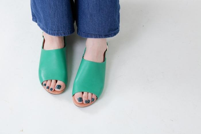 素足の季節、足先って意外と見られてるんです。素爪よりもペディキュアのほうが断然キレイに見えます!