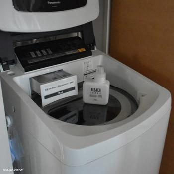 最近の洗濯機は洗濯槽の乾燥機能がついているものもあります。洗濯機を乾燥させることでカビの発生を防げるので、乾燥機能がついている場合は週に一度は洗濯機の乾燥を行うと良いでしょう。乾燥機能がない場合は、洗濯後にフタを開けて乾燥させると◎。他に洗濯物を洗濯機のなかに長時間入れないことも大切です。洗濯前の衣類をずっと入れておくと、この間にカビが付着してしまうこともあるので気をつけましょう。
