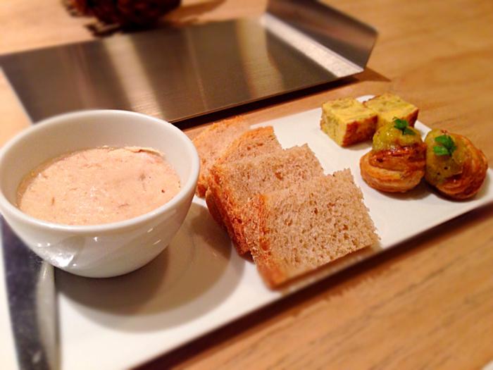 料理に陽気ささえ感じさせるフランス料理。明るい雰囲気は見た目も味にも共通しています。