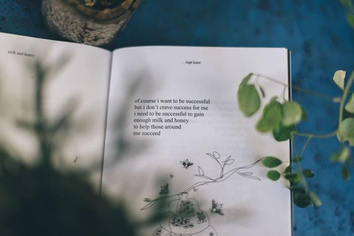 そのためにまずは一冊、本をじっくり読んでみませんか?本には人生の良き先輩達の知恵が沢山詰まっています。読書から学んだ多くのことが、あなたを素敵な40代の大人の女性へと成長させてくれるでしょう。