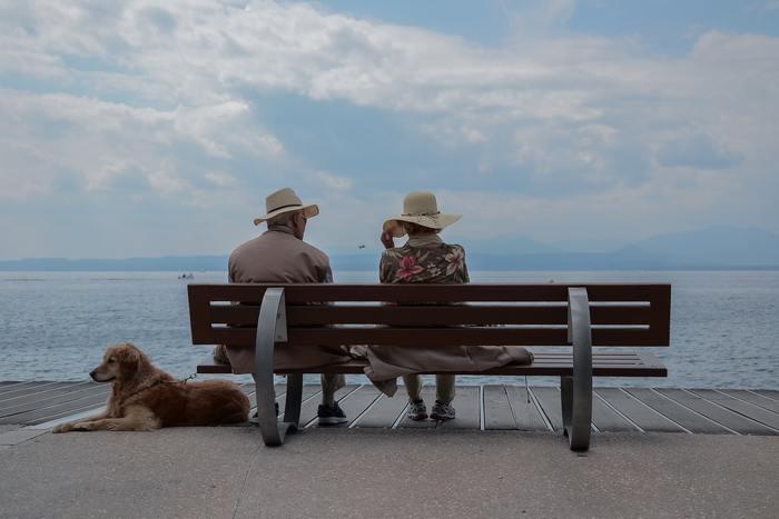 特に高齢の祖母や祖父は、ちょっと体調を崩したかと思うとあっという間に亡くなってしまうこともあります。また、両親も60代を過ぎると病気を患ったり、突然コミュニケーションをとることが難しくなってしまうことも。