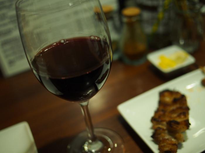 ワインと焼鳥のマリアージュを楽しめば、もうそこはパリ♪
