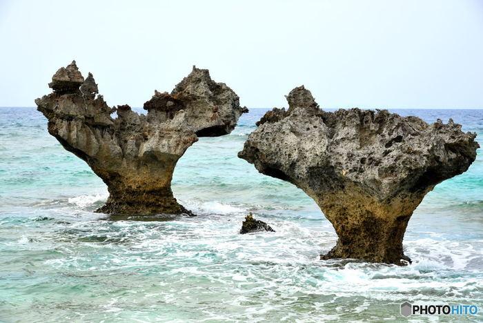 古宇利島ビーチ近郊には、「ハートロック」と呼ばれるハートの形をした可愛らしい岩もあり、景勝地としても人気を集めています。