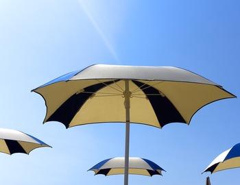 肌は紫外線の侵入を角層やメラニン色素によって守っていますが、過剰に浴びすぎることで日焼けを起こし、さまざまな悪影響をもたらします。