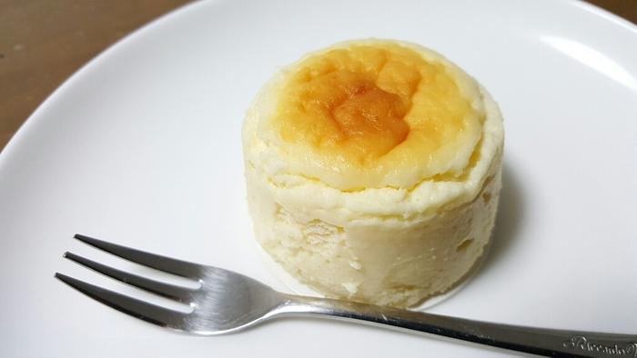 冷凍はせず、毎日焼きたてをというこだわりのチーズケーキです。自然な美味しさと食感が楽しめます。ショコラ味もありますよ。