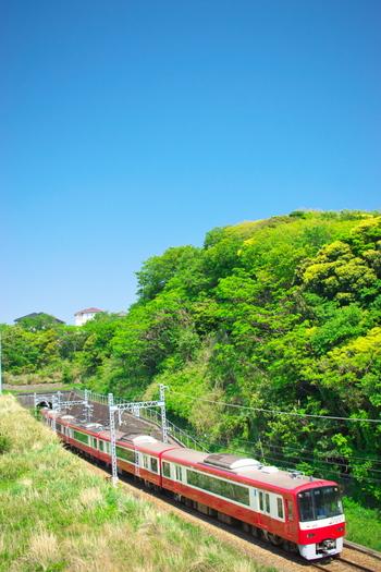 晴れた日、空を見ながら「海が見たい、のんびりしたい…」なんて思うこと、あったりしますよね。そんなときは京浜急行に乗って三浦海岸へ行ってみませんか?おすすめのカフェがあるんです!