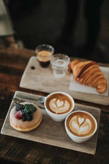 また、目的地がはっきりしていない時でも、カフェを探しているなら「カフェ」と打ち込んでみて。地図情報とともにお店の情報もアップしてくれますよ。ご近所さんなのにまだ行ったことのないお店との新しい出会いがあるかも♪