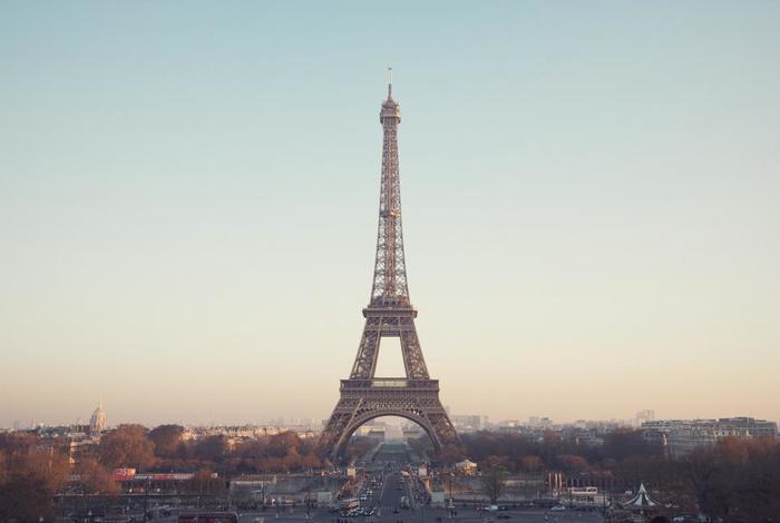 歳を重ねるごとに魅力を増す、パリの女性たち。彼女らを見ていると、「若くて可愛らしいこと」だけが女性の取り得ではないと、そう感じるのではないでしょうか?