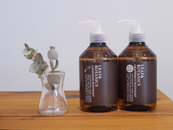 植物が持つ優しさあふれる「LEAF&BOTANICS(リーフ&ボタニクス)」のボディソープ。天然保湿成分をたくさん含んだ泡で、しっとりとした洗い心地に。