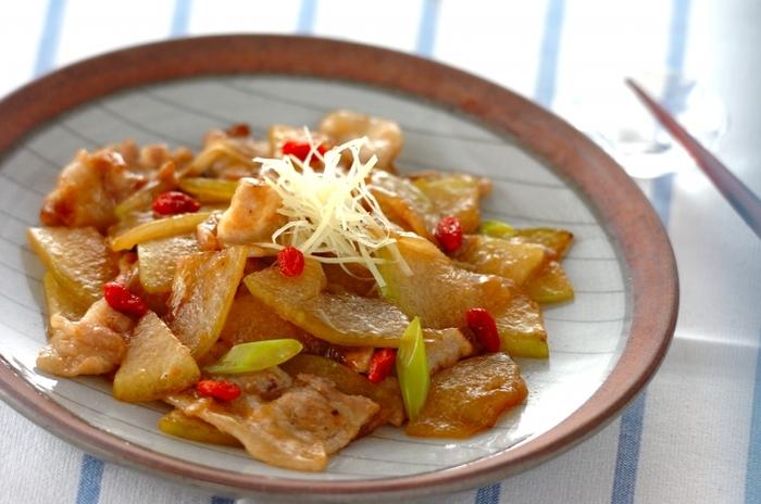 冬瓜でサポニンが摂れるだけでなく、ショウガで血行促進も期待できるメニューです。さっぱりとした味付けが夏にぴったり。