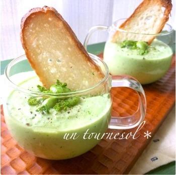 枝豆とキュウリを使ったミドリのスープ。実はカリウムは、枝豆にも豊富に含まれているんです。口当たりのよい冷製スープなので、暑くて食欲のない日でも食べられそう。