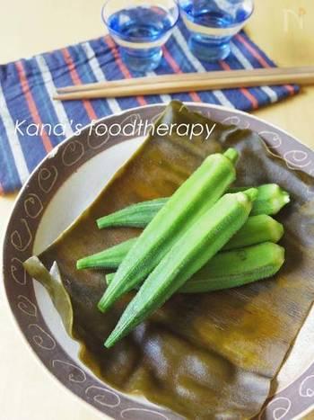 オクラの特徴は、なんといっても体にいいネバネバ。ペクチンなどの植物繊維による粘りなのだとか。また、緑黄色野菜のオクラには、βカロチンなども豊富で、カリウム・カルシウムなども多く含みます。夏の健康にうれしい野菜ですね。